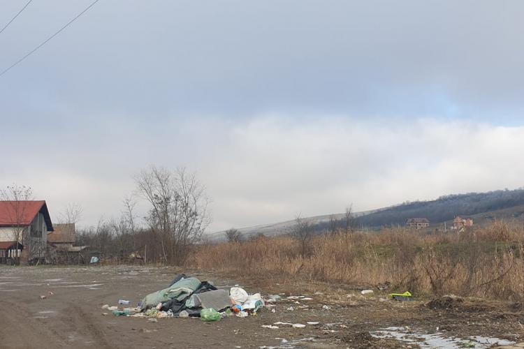Câmpenești, Cluj: La început a fost o pungă de gunoi, acum e un morman - FOTO