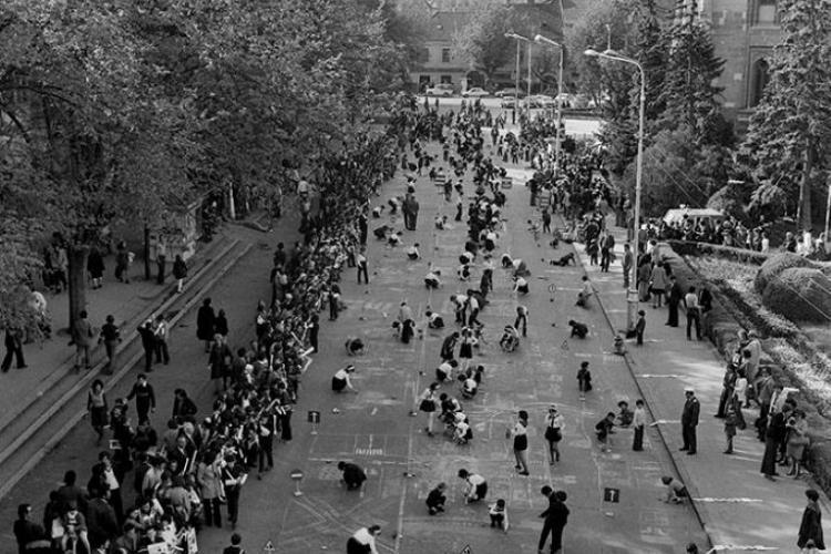 La concursurile de desene pe asfalt înainte de 1989 participau mii de elevi - FOTO