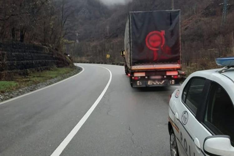 TIR defect la Predeal, blochează traficul pe un sens