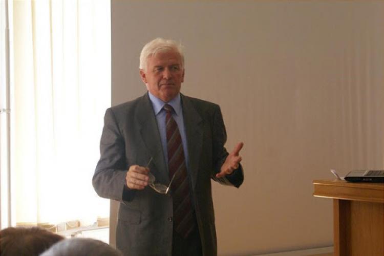 Profesorul Simion Simon s-a programat pentru vaccinarea anti COVID la Câmpia Turzii: Se repară parțial nedreptatea