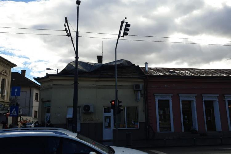 Copaci smulși de vânt pe strada Bună Ziua