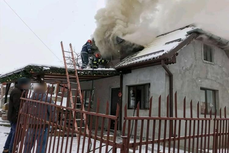Incendiu în Câmpenești de la un horn izolat prost - VIDEO
