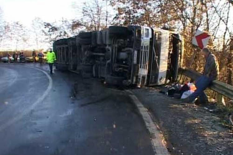 Arad: Accident între Lipova și Neudorf. Un TIR a ieșit în decor