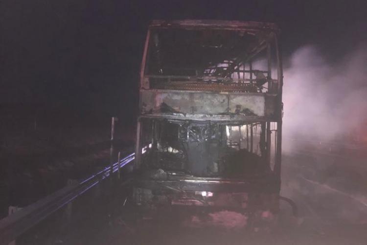Incendiu autocar la Sibiu. Un autocar a luat foc între Sebeș și Sibiu - FOTO