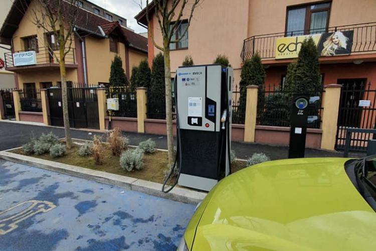 Stațiile de încărcare electrică a mașinilor, criticate: Sunt ori nefuncționale, ori le ocupă taxiurile