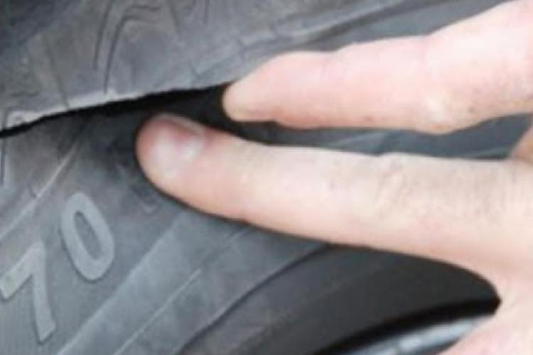 Gelozie extremă! Un bărbat din Alba i-a distrus mașina rivalului