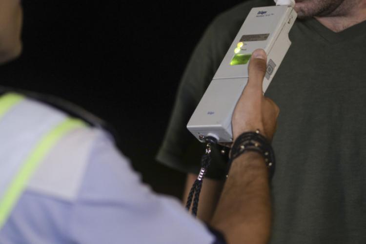 Șoferi beți, DROGAȚI și fără carnet prinși de polițiști în weekend