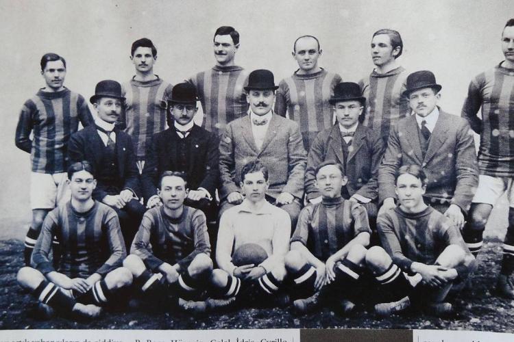 Fotografie cu CFR Cluj din 1911. Atunci se numea Kolozsvári Vasutas Sport Club