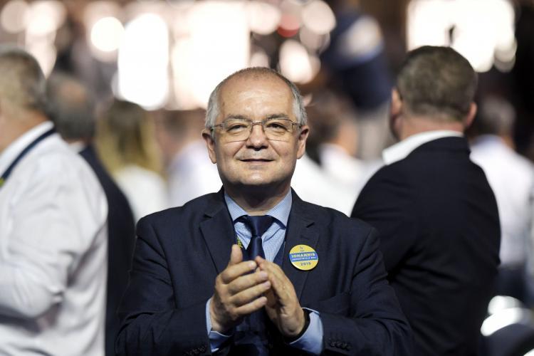 Boc revine cu gluma că cel mult candidează ca președinte la scara de bloc