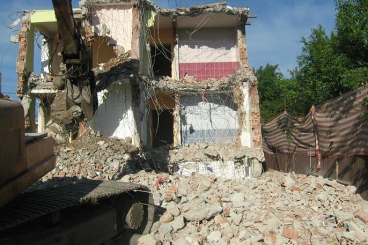 Pentru demolarea și construcția unei case nu mai e nevoie de două autorizații diferite
