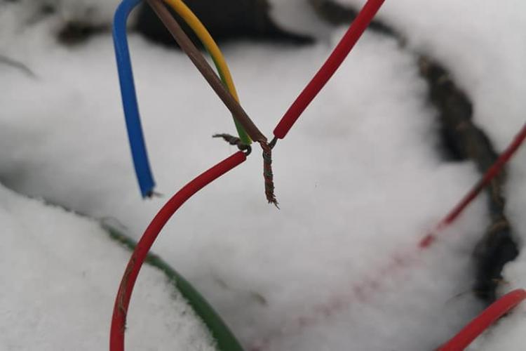 Pericol de electrocutare lângă Parkingul Primăverii, Mănăștur. Lucrarea a fost inaugurată acum 4 luni - FOTO
