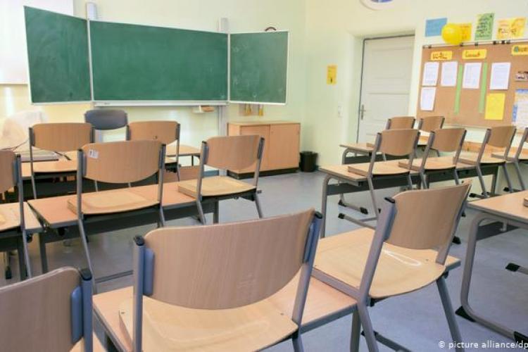 Boc crede că se deschid școlile în februarie. Urmează restaurantele