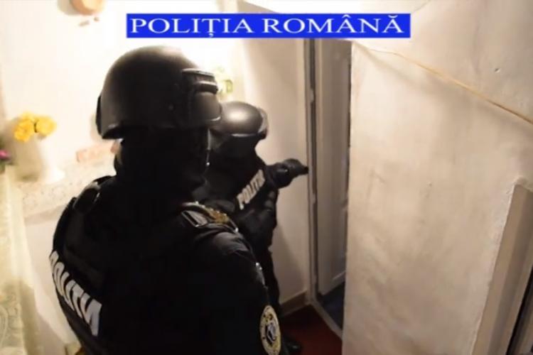 Cluj: Au făcut curat în casa unei femei cu bani, i-au furat cartela telefonica și i-au GOLIT contul