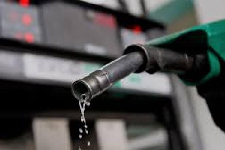 Carburanții s-au scumpit din nou! Cât costă un plin de benzină sau motorină