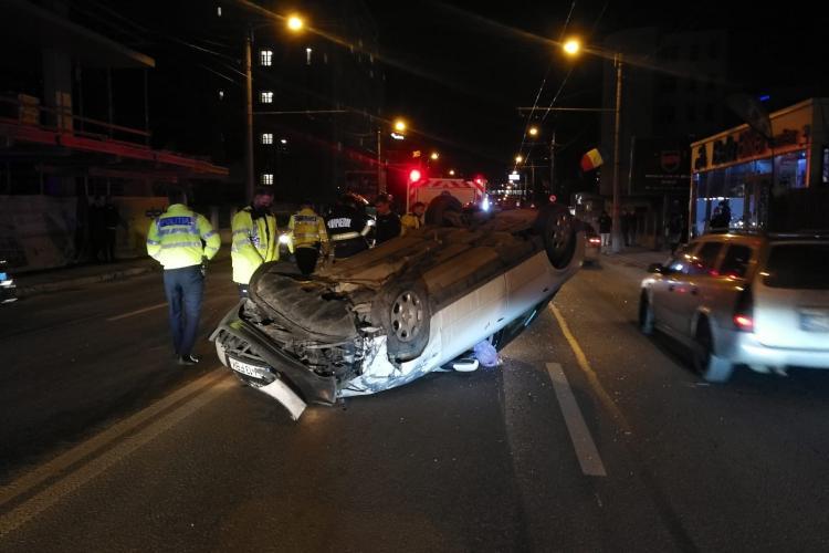 Detalii despre accidentul de pe Teodor Mihali, unde un șofer s-a răsturnat
