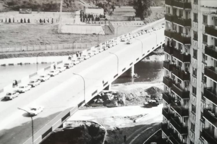Coadă la benzină pe Calea Florești până în Grigorescu, pe vremea lui Ceaușescu - FOTO