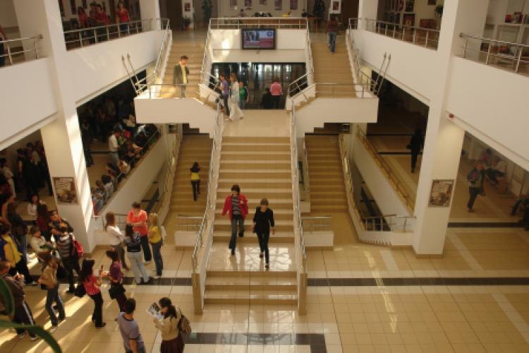 Studenții de la FSEGA Cluj (UBB) continuă cursurile online