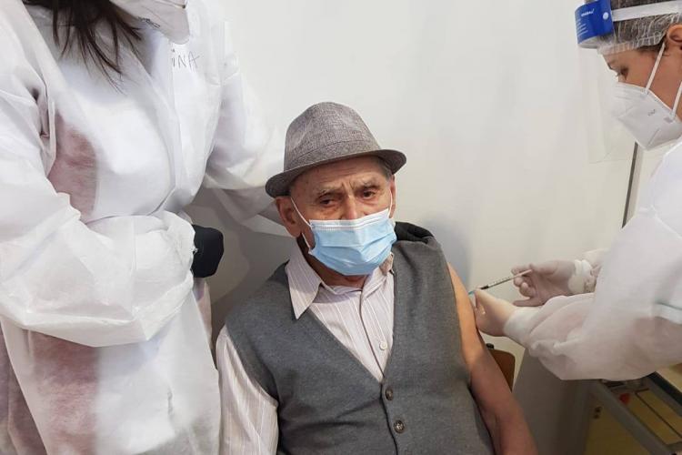 S-a vaccinat unul dintre cei mai vârstnici clujeni - FOTO