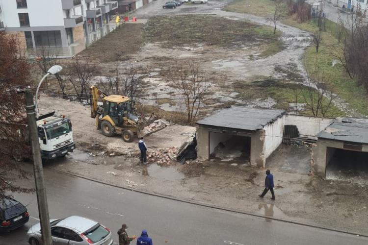 Cluj: A început demolarea garajelor Între Lacuri - VIDEO