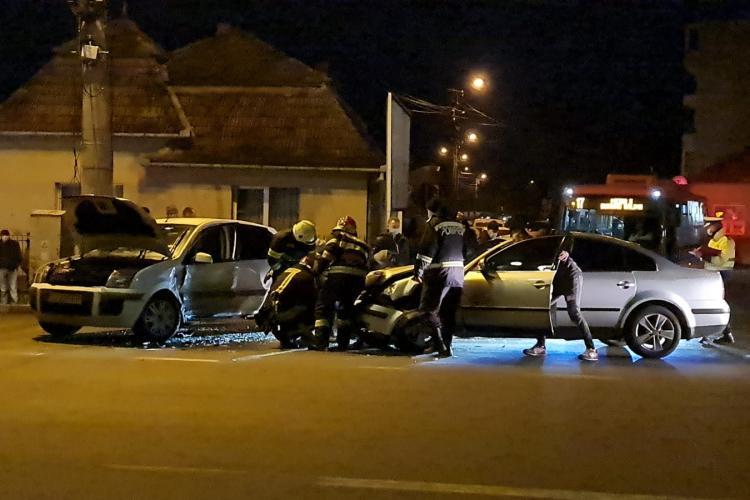 Accident în Turda. L-a lovit în lateral și a îndoit mașina - FOTO