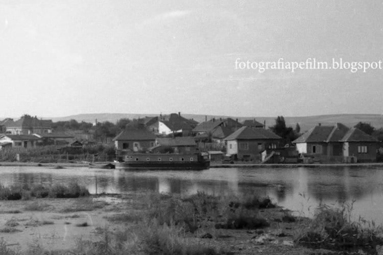 """Vaporașul de pe lacul din Gheorgheni. Fotografie din 1969 cu """"Șalupa lui Perijoc"""" - FOTO"""