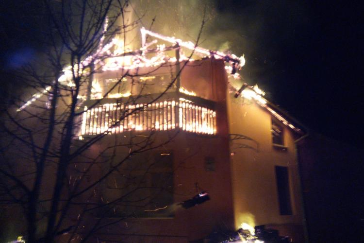 O casă din Ciurila a ars ca o torță vie - VIDEO
