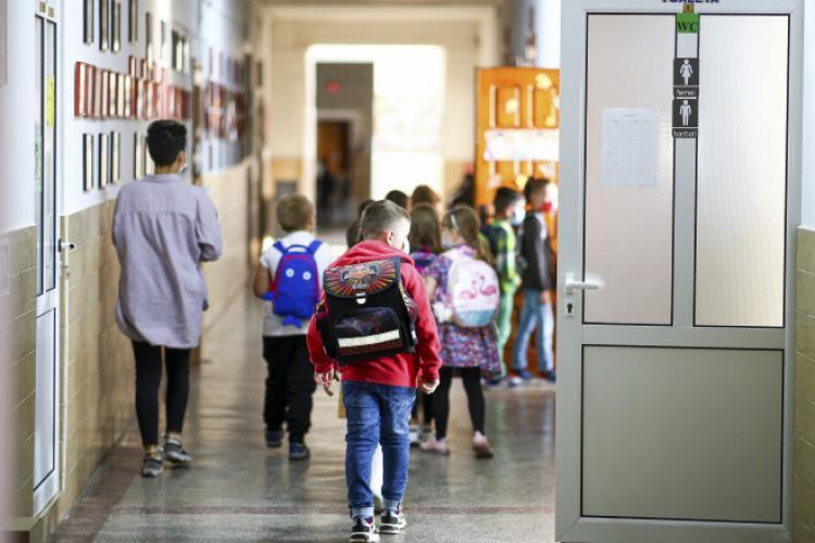 Testele antigen pentru testarea COVID a elevilor nu au ajuns în școli. Câte teste au fost repartizate în țară