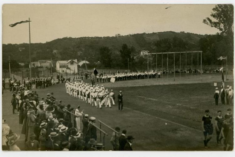 Defilare pe Stadionului Orașului, anul 1913. Ion Moina (Cluj Arena) s-a ridicat numai în 1961 - FOTO