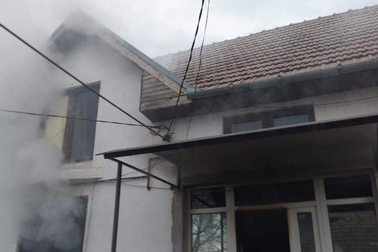 Incendiu în Apahida, pe strada Porumbeilor. Pompierii au limitat rapid pabugele - FOTO