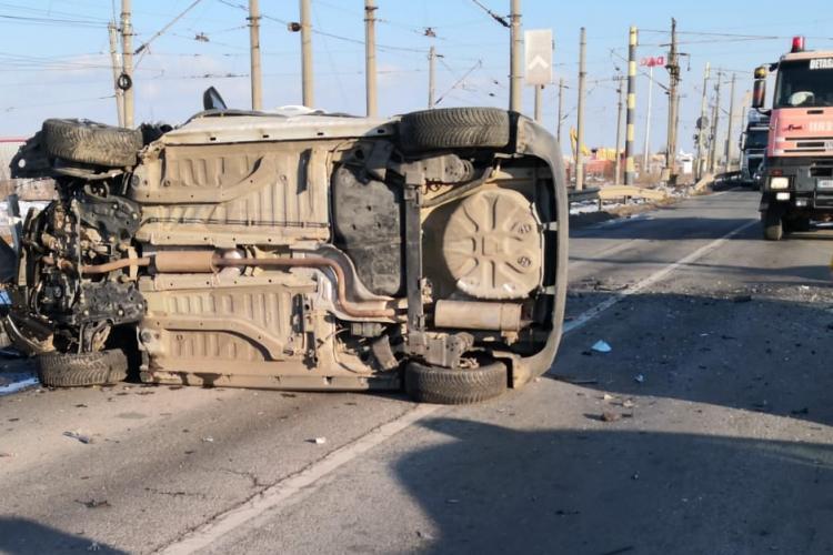 Accident mortal la Arad. O mașină s-a răsturnat în urma impactului - FOTO
