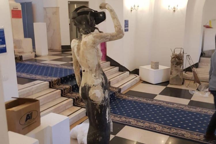 Clotilde Armand a expus statui reprezentând DRACI în pielea goală în Primăria Sectorului 1 - FOTO