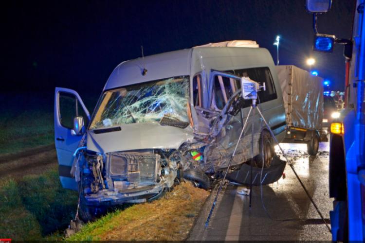 Accident DN1, Avrig, Sibiu: 7 persoane rănite, după coliziunea unui microbuz cu un autoturism