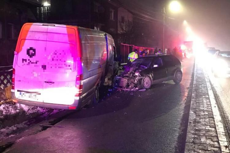 Accident în Feleacu! Șoferul băut al unei autoutilitare a intrat într-o mașină care circula din sens opus - FOTO