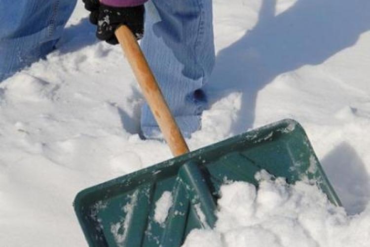 Poți primi o amendă usturătoare dacă nu cureți zăpada din dreptul casei tale