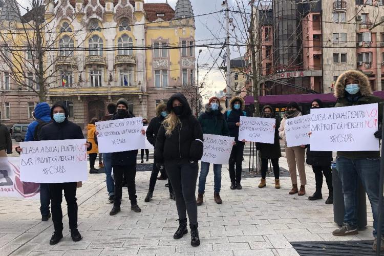 Studenții și-au manifestat nemulțumirea față de limitarea dreptului la transportul gratuit