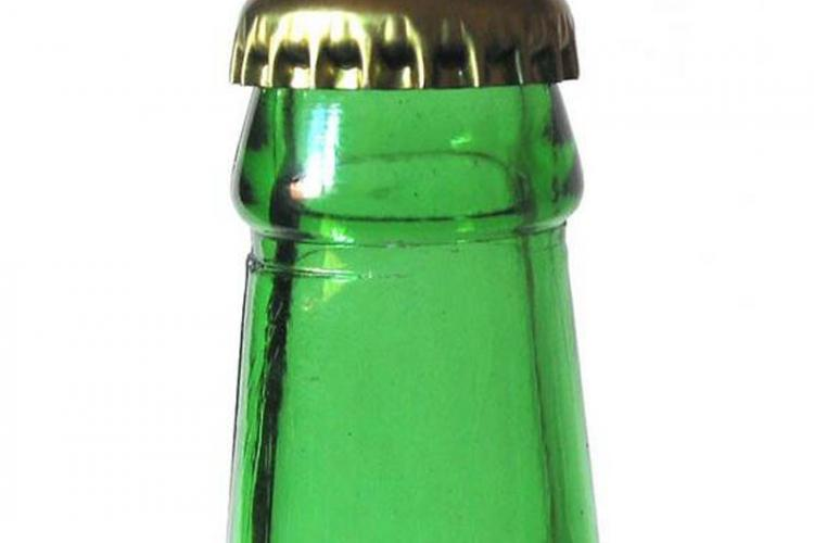 Cum să desfaci capacul unei sticle fără desfăcător? 10 metode eficiente și banale