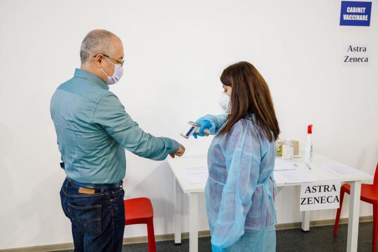 Primarul Emil Boc s-a vaccinat! Primele imagini