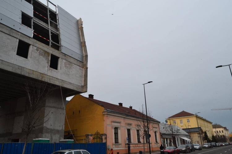 """""""Monstru"""" apărut în centrul Clujului, cu acordul arhitecților de renume mondial: Cum e posibil așa ceva? - FOTO"""