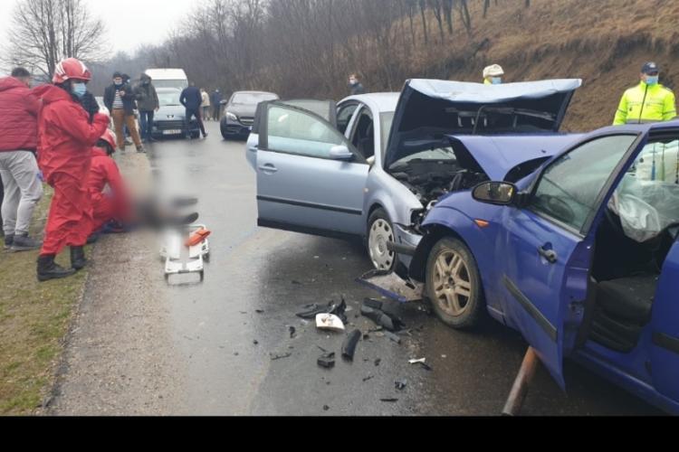 O femeie a fost rănită în urma unui accident rutier, lângă Dej - FOTO