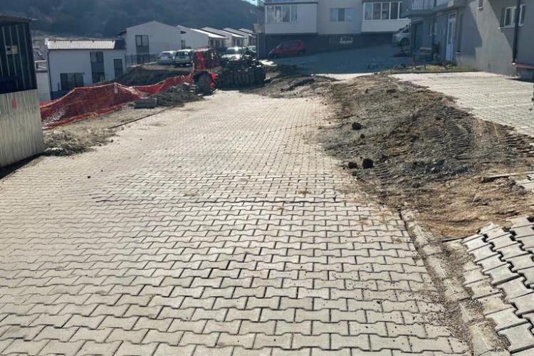 Alunecări de teren la un bloc în construcție în Florești! Primarul Pivariu l-a pus pe constructor să plătească lucrările