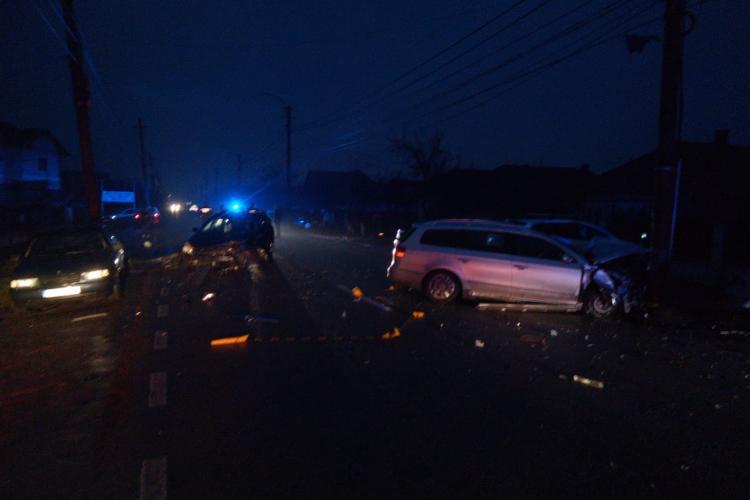 Accident în Gherla! Doi stâlpi de curent au fost distruși -FOTO
