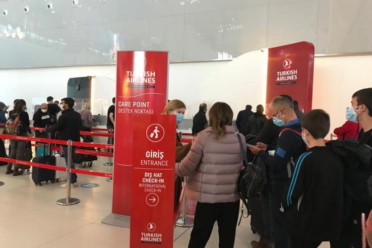 Clujeni abandonați pe aeroportul din Istanbul de Turkish Airlines pentru că nu aveau testul PCR COVID, deși acesta nu este încă obligatoriu