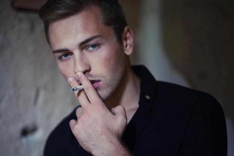 Un fotomodel a fost pus șef la Apele Române filiala Cluj. Valentin Avram semăna cu James Dean - FOTO