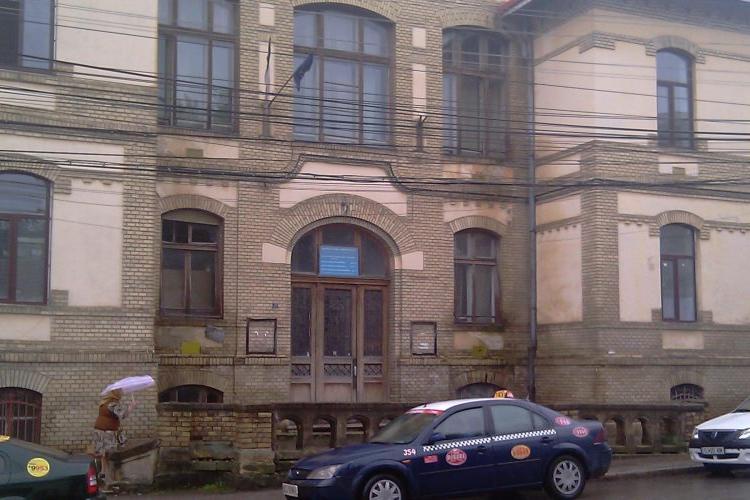 Cluj: Fiul unui medic, internat la psihiatrie după ce a ucis o pisică și a filmat totul, deși o adoptase