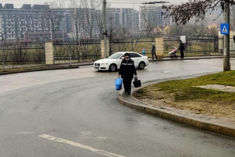 Haosul de la frumoasa Bază Sportivă din Gheorgheni. Trotuarul a dispărut, iar de trei ani se promite și nu se face nimic - FOTO