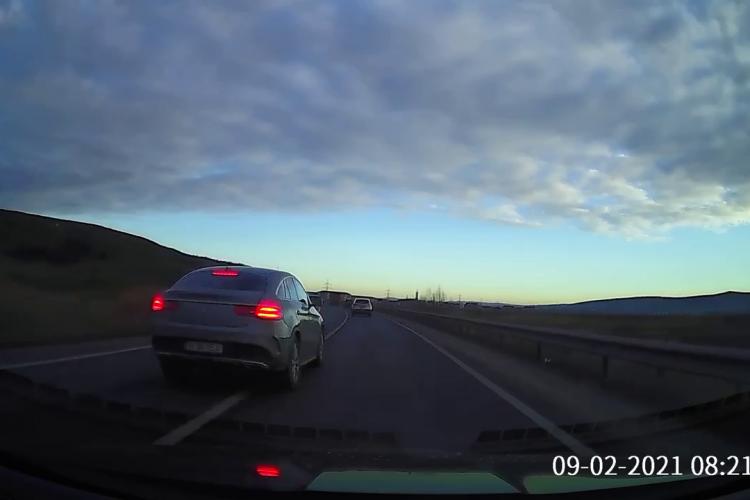 Băieții cu mașini puternice fac depășiri NEBUNE pe drumul Cluj - Dej, cel mai periculos din județ - VIDEO