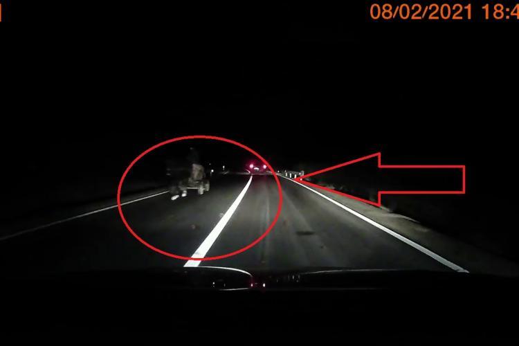 La un pas de accident pe un drum din Cluj! Șoferii își riscă viețile în depășiri periculoase - VIDEO
