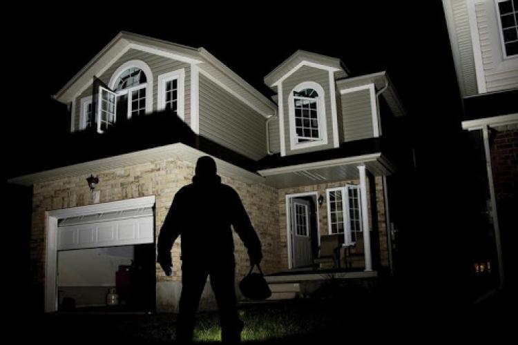 Un copil de 12 ani a împușcat mortal hoțul intrat în casa bunicii sale noaptea