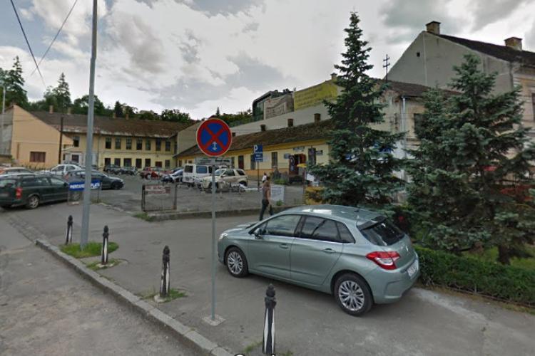 Atenție! Poliția locală primește puteri sporite! S-au VOTAT amenzi uriașe pentru parcări pe pietonală, parcuri și spații verzi