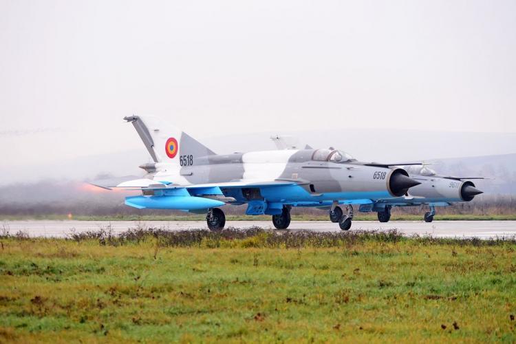 Avion MiG-21 Lancer cu probleme la aterizare, la Câmpia Turzii